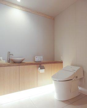 木を基調としたインテリアがあるトイレ