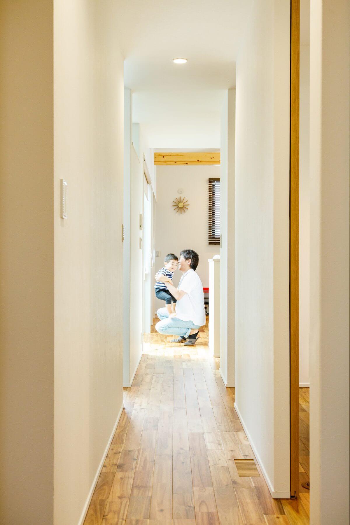 LDKから一番奥の寝室まで一直線で繋がる廊下は、平屋ならではのスペース。お子様が元気よく走り抜ける、楽しい声が響く空間となっています。