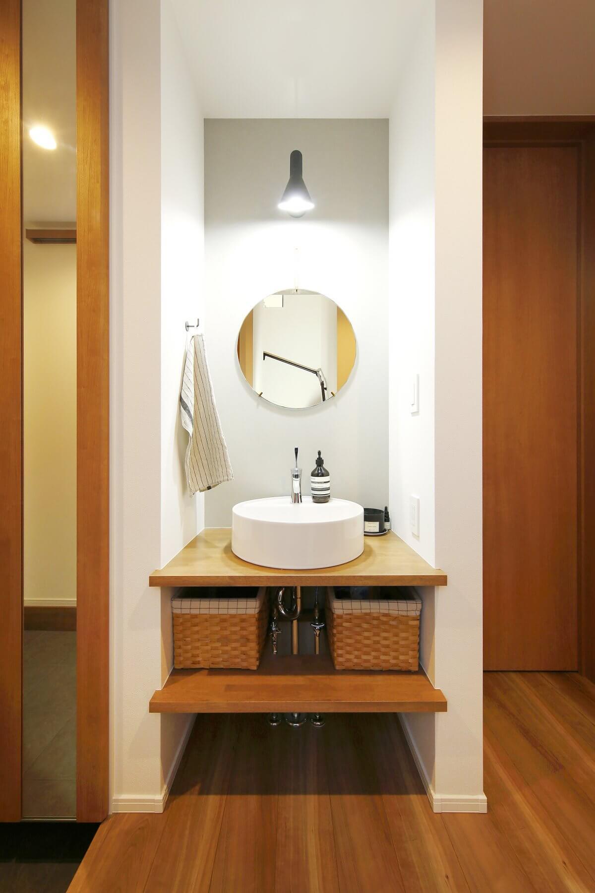 こだわりの洗面スペース。Aさんの理想を反映し、造作のオリジナルで形にした逸品。