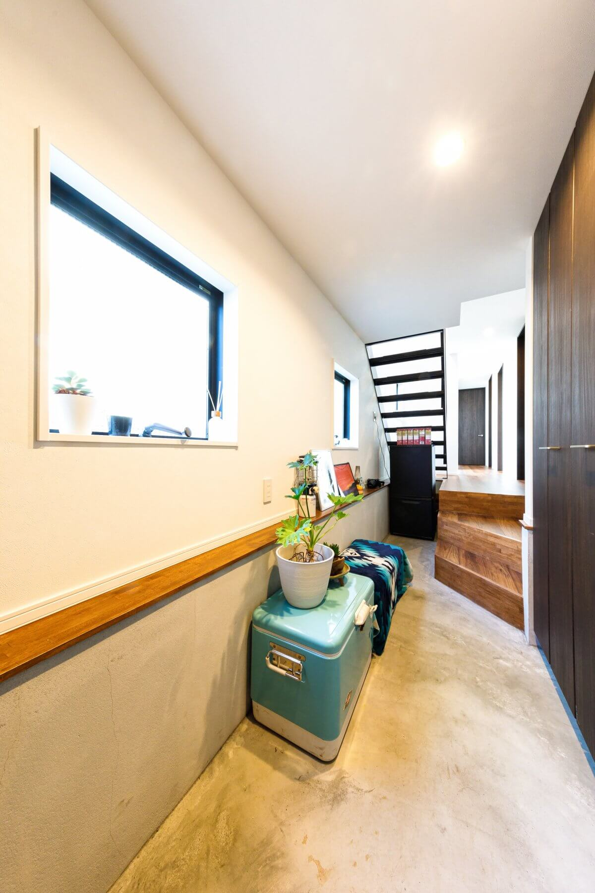 国分寺モデルハウスで見た、「通り土間」をイメージしたエントランス。玄関ドアを開けた瞬間から、印象的な空間が広がります。