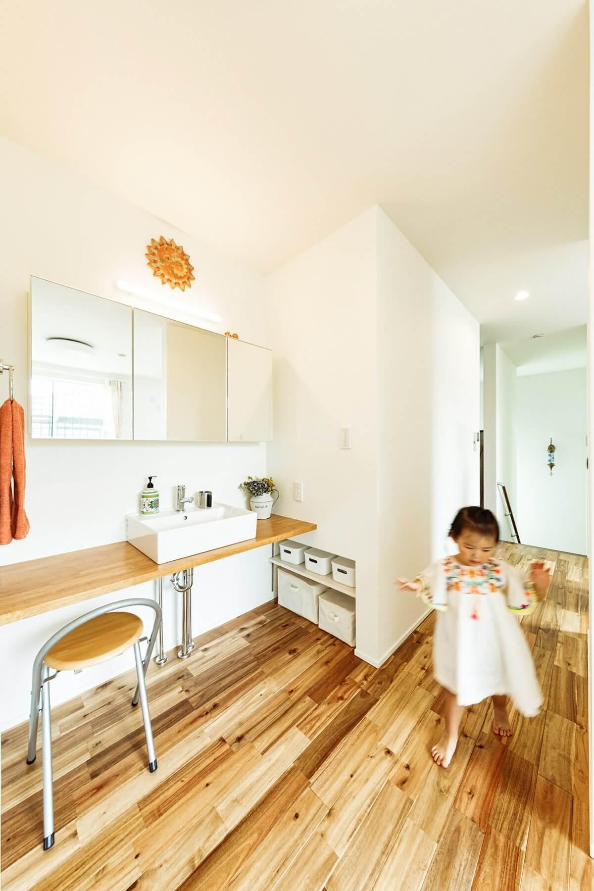 2階のオープンスペースの脇には、手洗いコーナーを設置。子供の手洗いの習慣を促すプランです。